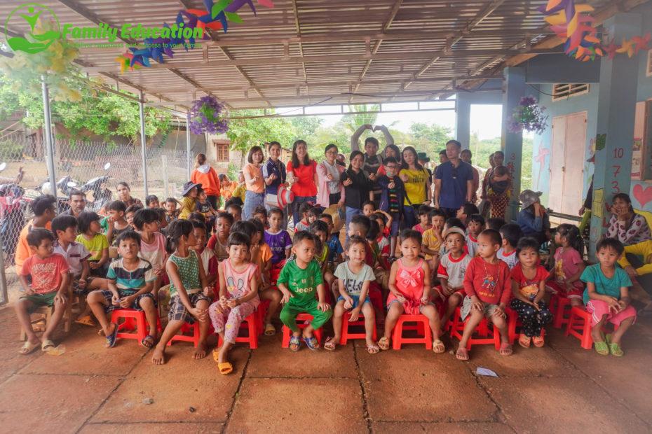 Phụng Sự Mầm Non - Trao Tủ Sách Cho Trẻ Ở Bình Phước