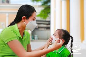 Làm sao giúp trẻ giữ sức khoẻ tốt những ngày nắng nóng mùa Covid - FAM EDUCATION